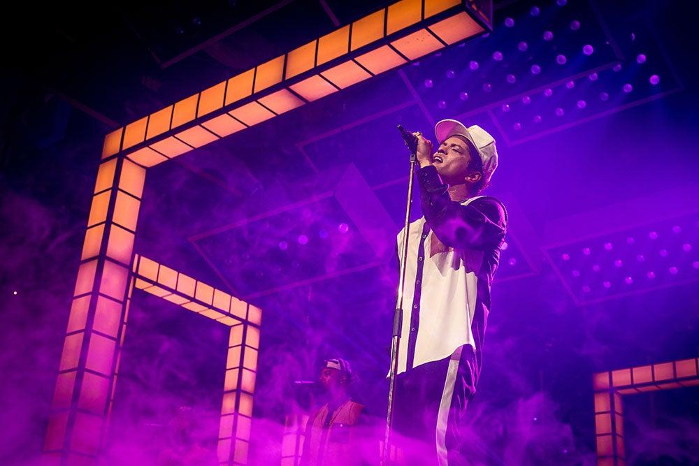 Here's What Bruno Mars' 24K Magic Tour Looks Like