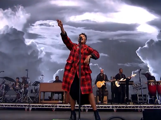 Watch Emeli Sandé's Electrifying Performance Of 'Hurts'