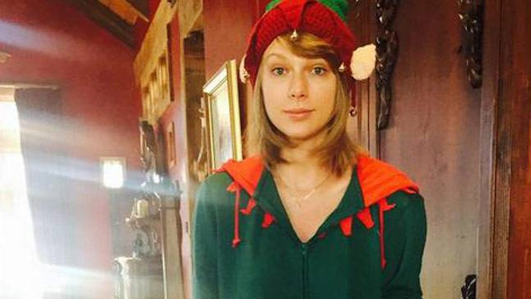 Taylor Swift Christmas.Watch A Taylor Swift Fan Made Their Christmas Lights In
